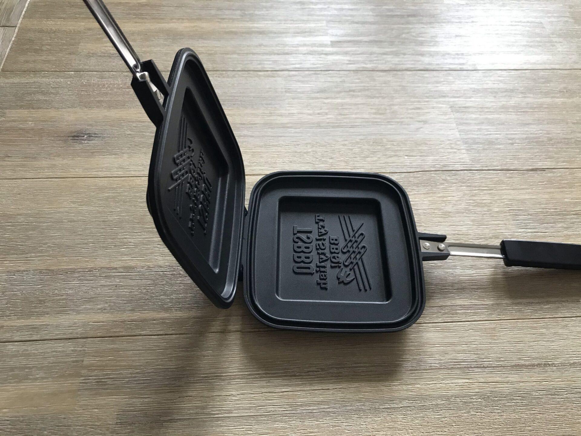 TSBBQのホットサンドメーカ-は90度以上開くので食材の出し入れが簡単