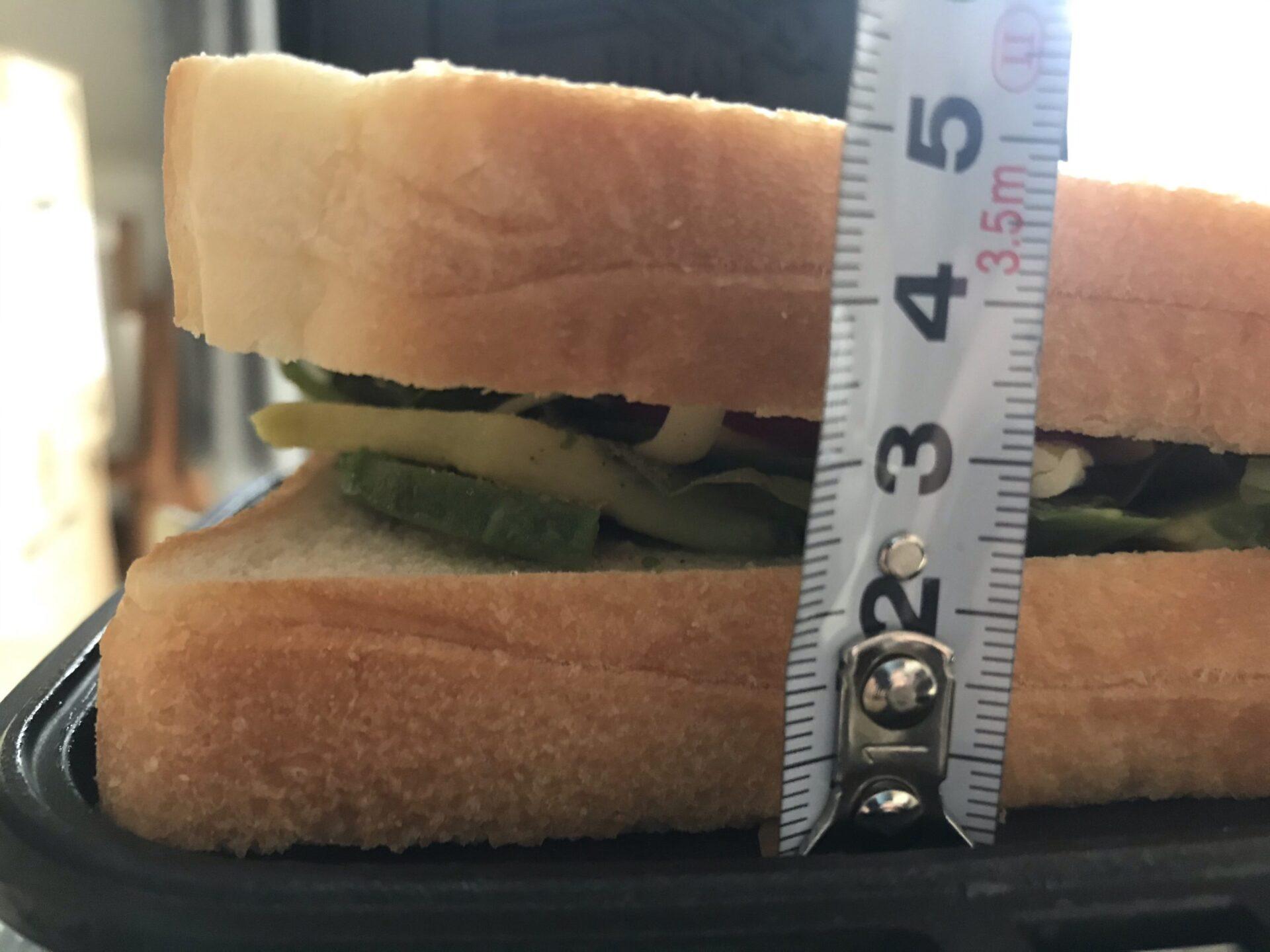 TSBBQのホットサンドメーカ-は厚さ5㎝なら余裕で挟める