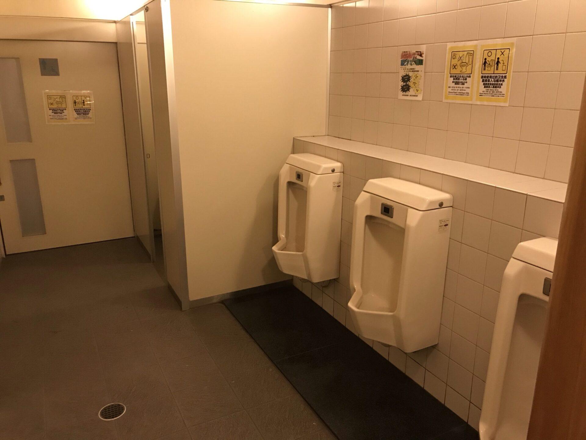 道の駅びえい白金ビルケの男子トイレ