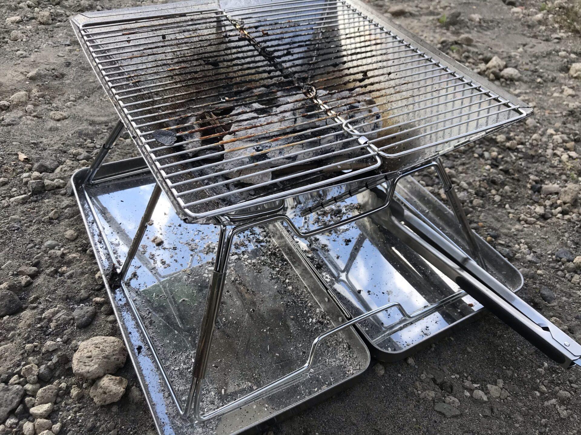 キャンプグリーブの焚き火台は炭と網の距離が近い為少ない炭で火力がある