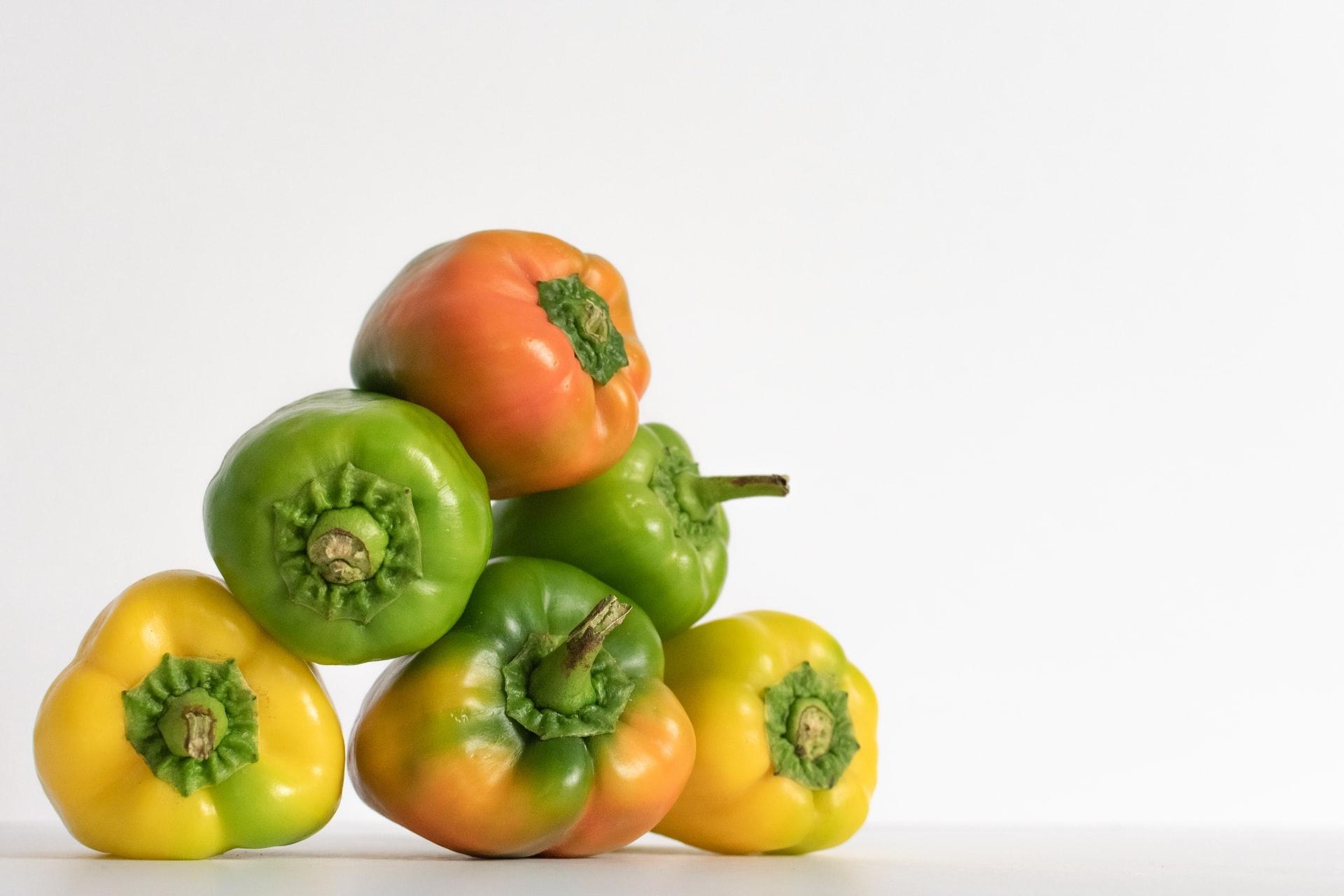 バーベキューでは野菜を丸ごと焼いてかぶりつこう。ピーマンやアスパラがおすすめ。