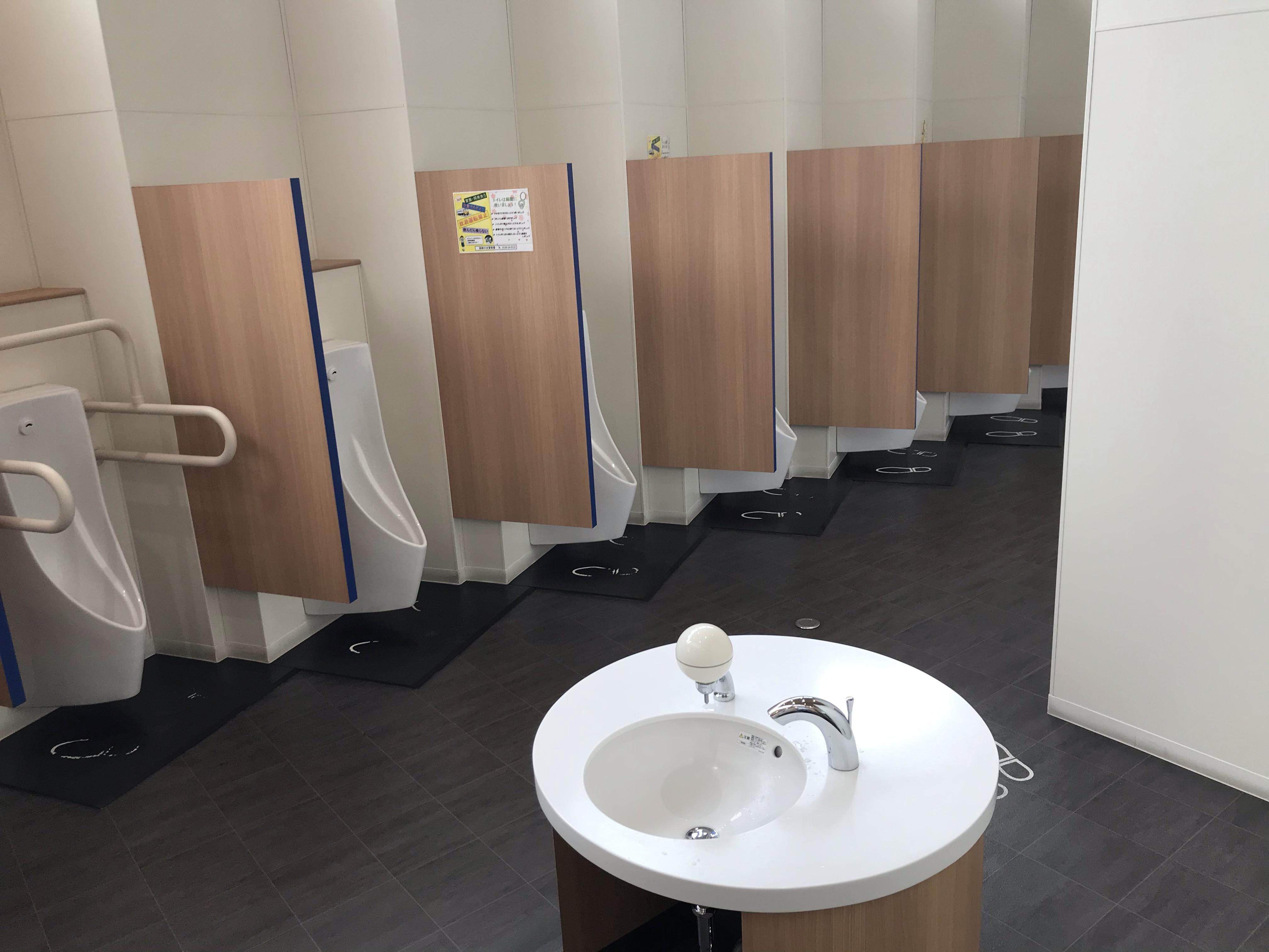 七飯町の道の駅なないろ・ななえの男子トイレは清潔
