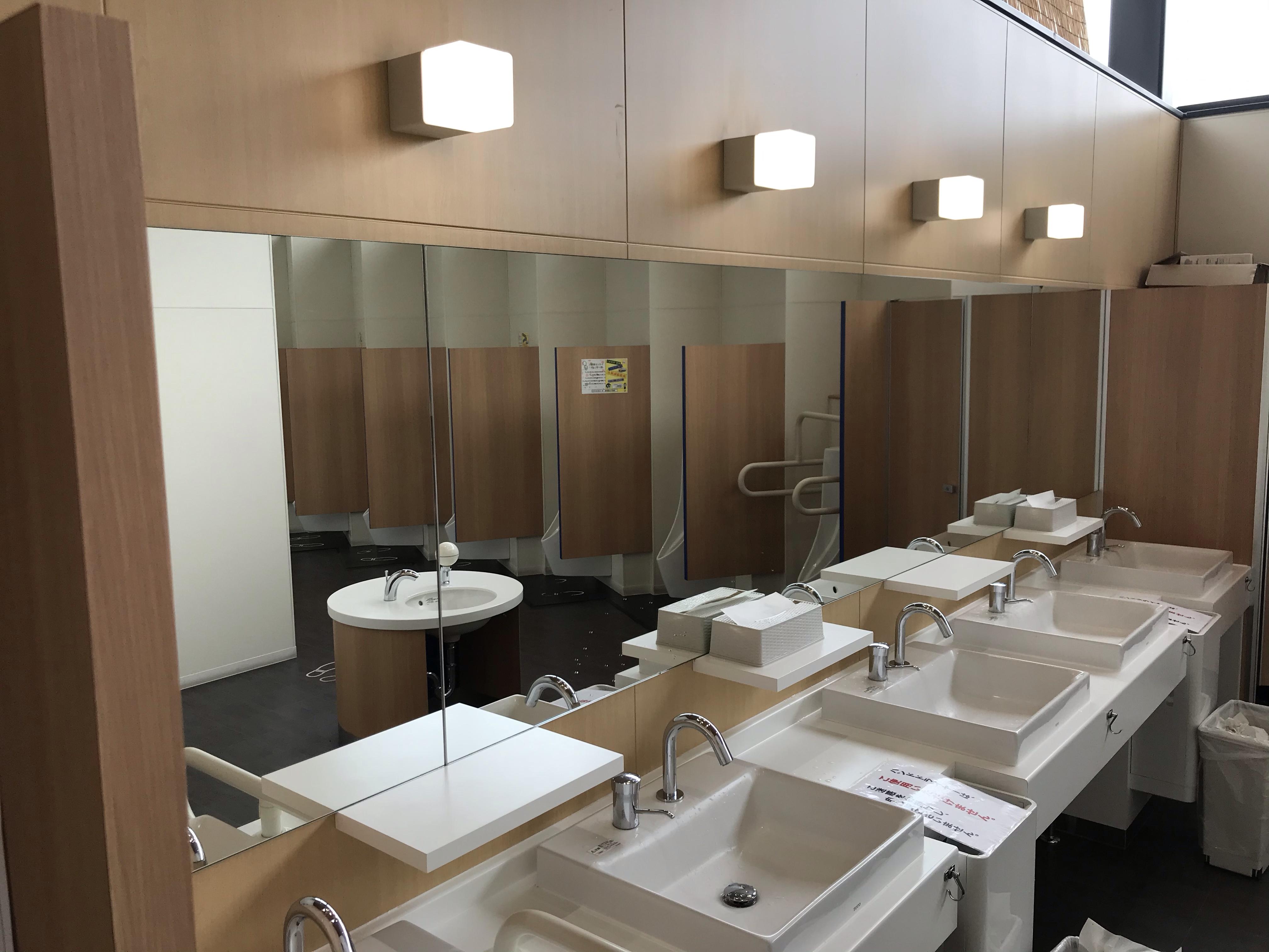 なないろ・ななえ 男子トイレの手洗い場