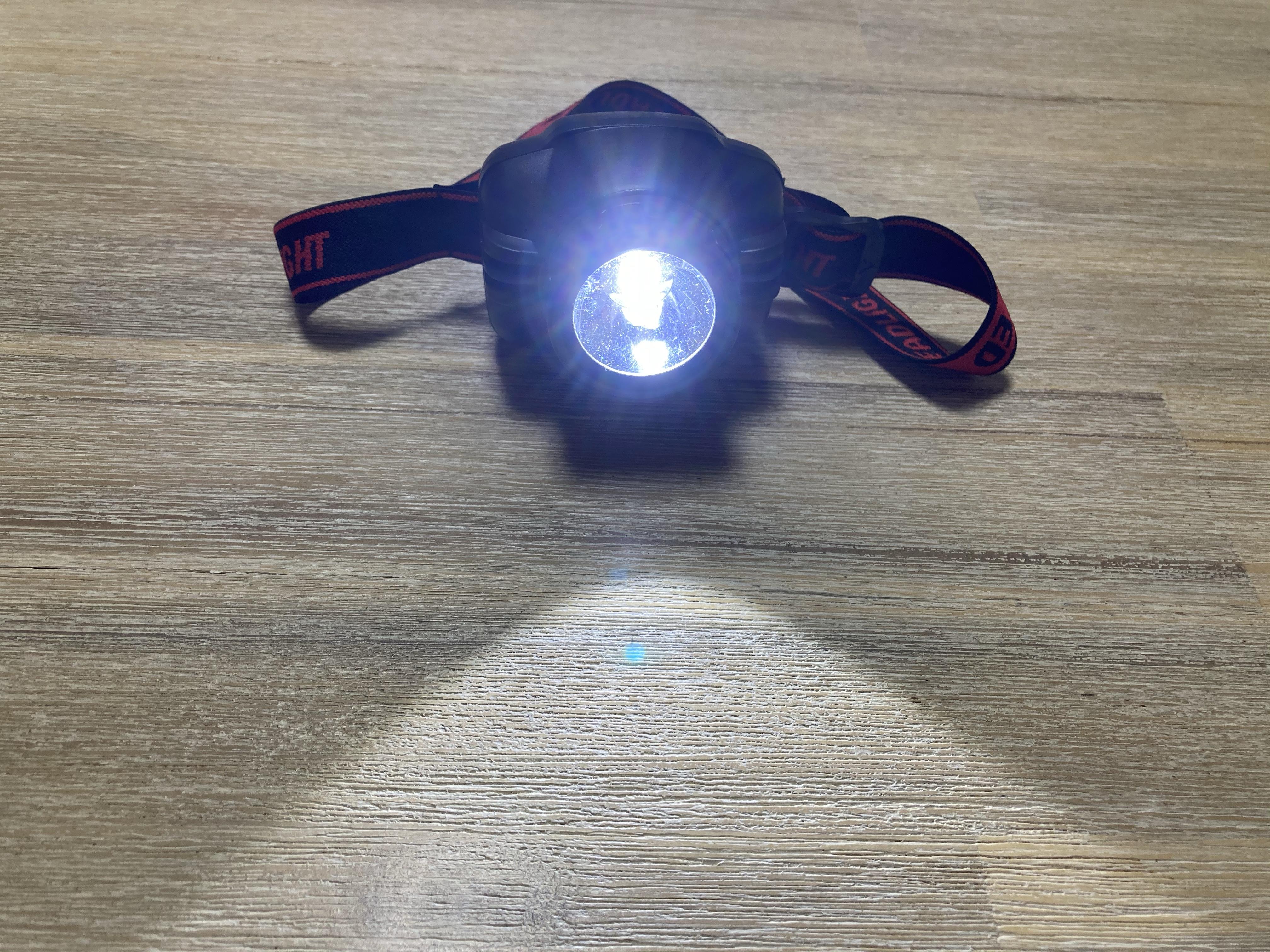ダイソーの100円ヘッドライト点灯