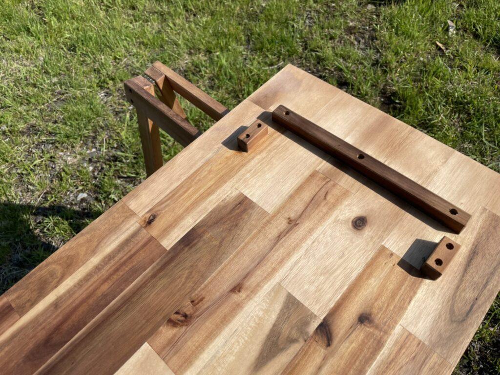 VISIONPEAKS:アカシアキッチンラックの棚板裏にはストッパーあり